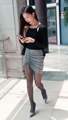 黑丝灰裙小姐姐 (275P)[1.66G/JPG]
