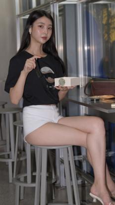 夜拍白色热裤美女【套图+视频】